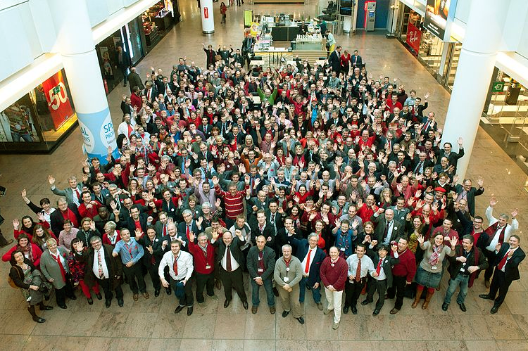 Image source https://commons.wikimedia.org/wiki/File:Brussels_Airport_Company_employees_(11993150334).jpg
