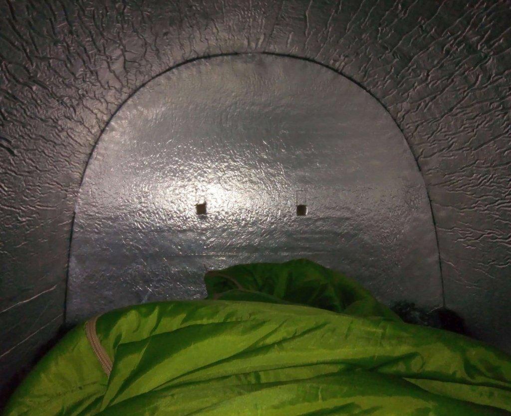 O interior de um abrigo iglou