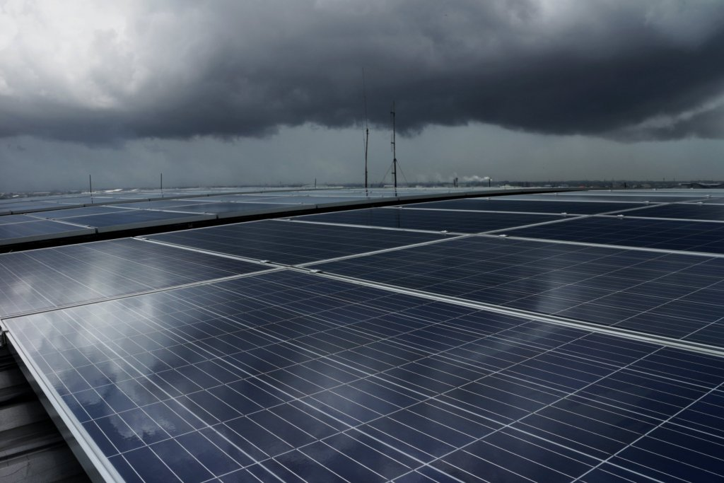 "British-weatherproof"" Solar Panels Generate Energy in Rain and Clouds – Intelligent Living"