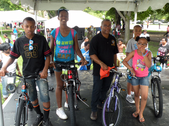 Alderman Burnett and bike winners
