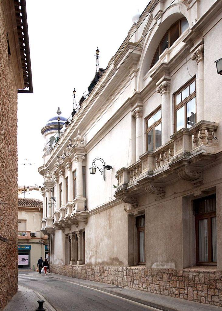 Círculo Mercantil e Industrial de Villarrobledo desde la calle de la Virgen.