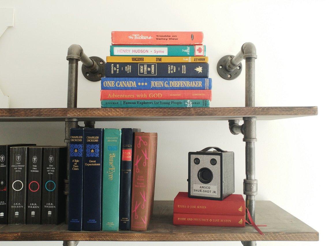Decluttering Books - Minimalist Homeschooling