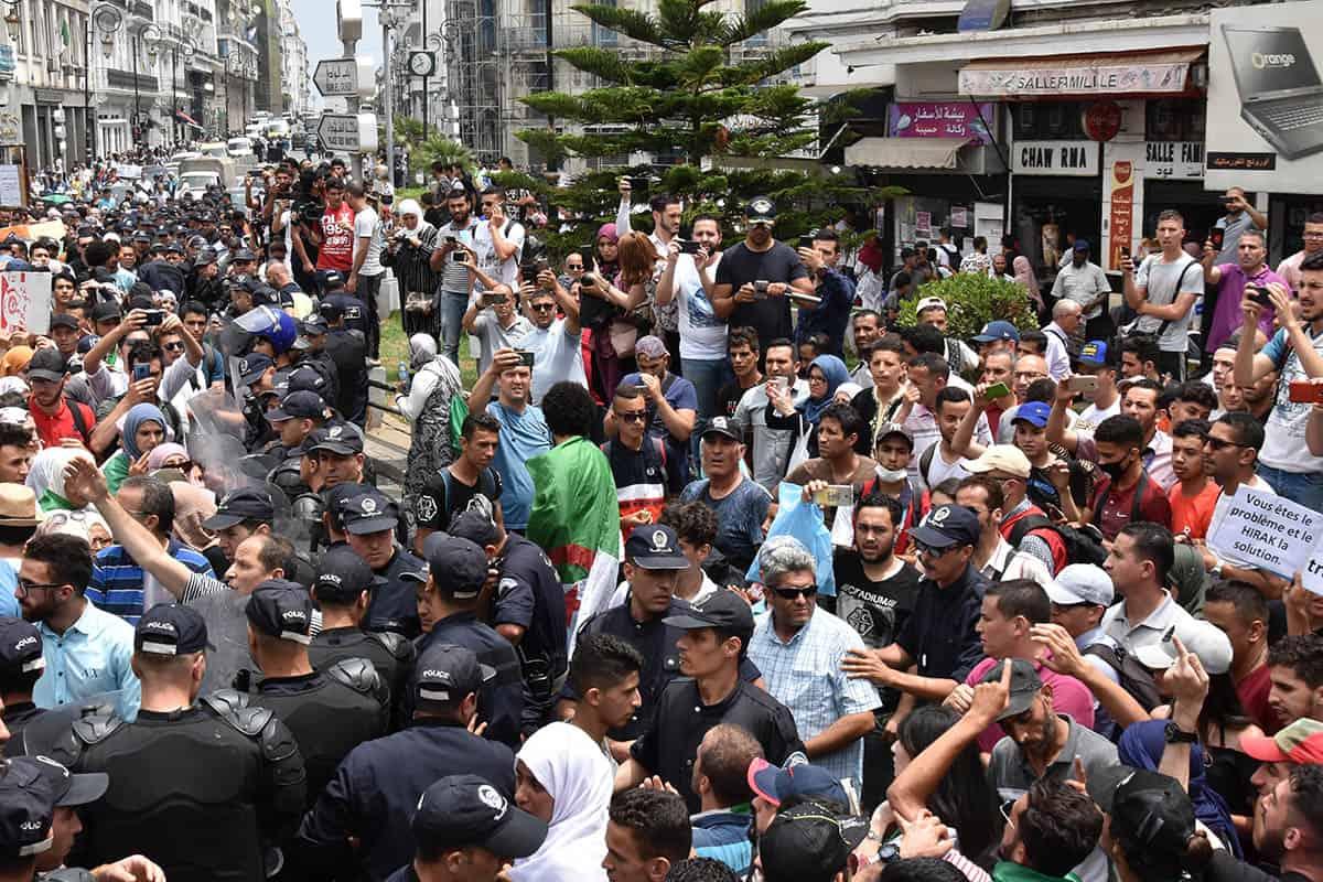 Les étudiants face au dispositif policier
