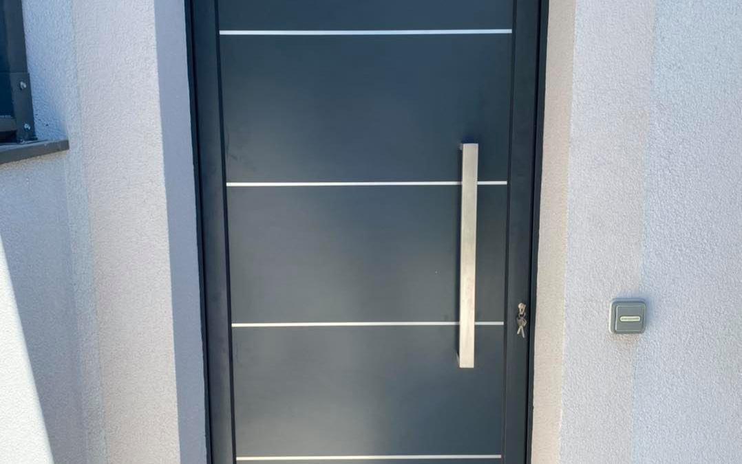 Menuiserie Aluminium – Remplacement d'une porte à Rumilly en Haute-Savoie