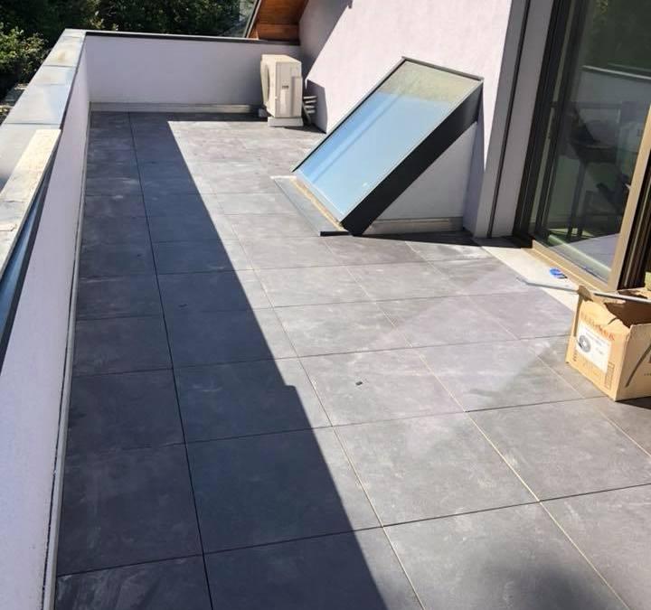 Pose de dalles sur plots pour une terrasse à Aix les Bains en Savoie