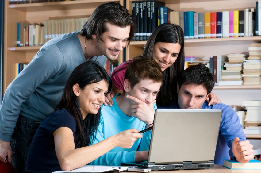 Resultado de imagen para universitarios estudiando