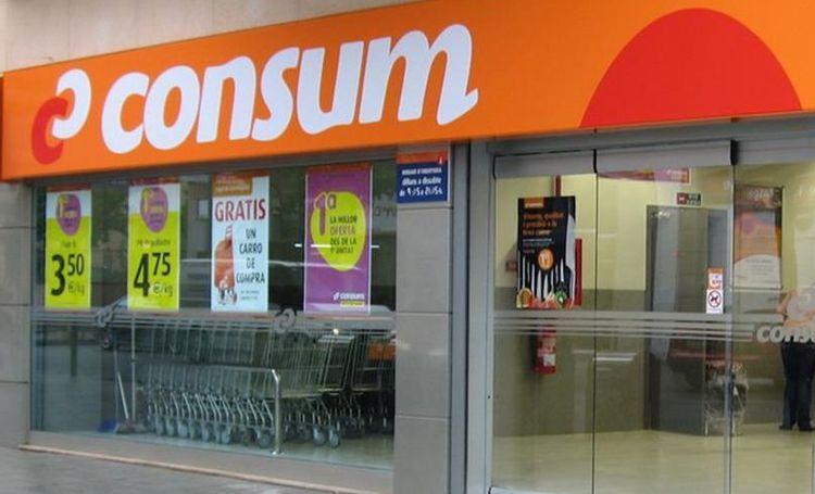 Consum completa la instalación de mamparas de seguridad  en las cajas de todos sus supermercados