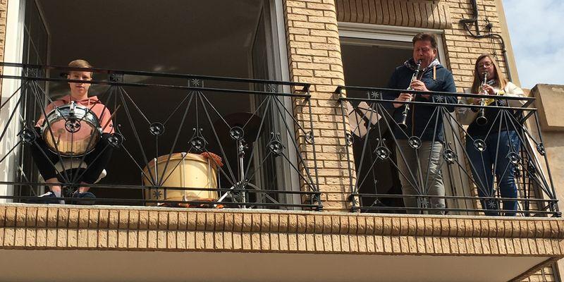 El Ayuntamiento de Buñol lanza el vídeo del Himno a Buñol interpretado por los músicos el 5 de abril desde sus balcones, ventanas o terrazas