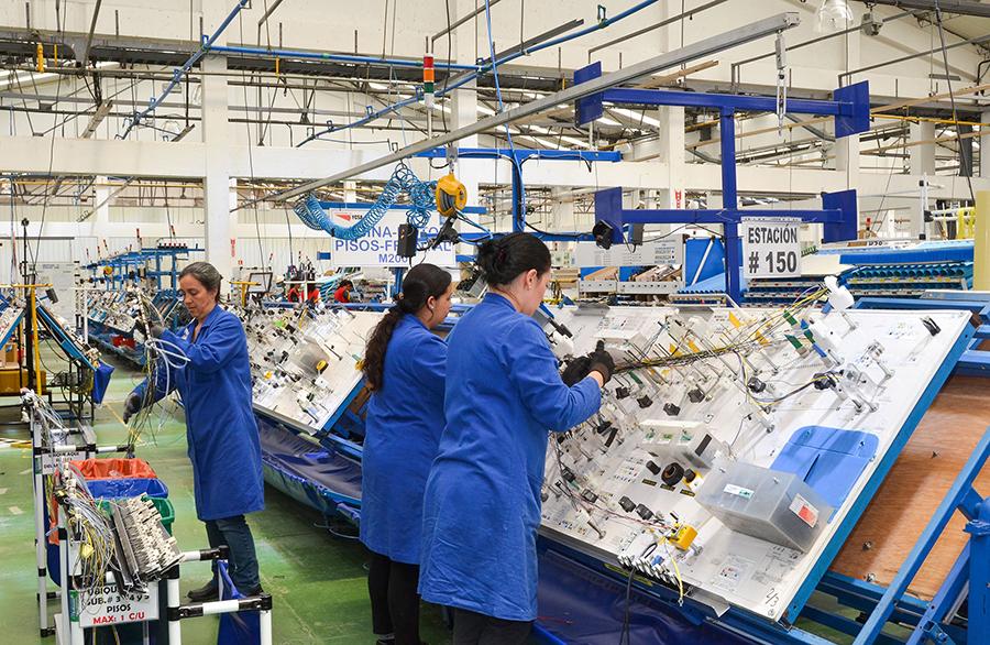 Las 14.100 empresas industriales valencianas que podrán acceder al Plan Resistir Plus ocupan a más de 203.000 personas
