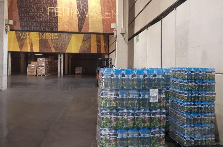 Mercadona entrega botellas de agua mineral a los voluntarios de feria Valencia