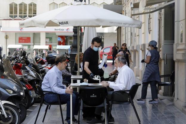 El Consell acuerda la reapertura de la hostelería y la ampliación del horario comercial hasta las 20h