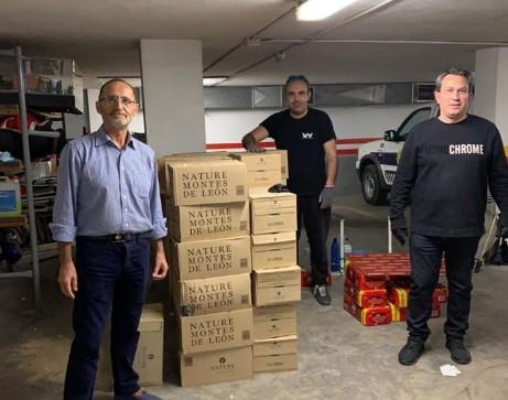 La residencia y personal municipal de Quart de Poblet recibe 5.000 botellas de agua de la mano de Fotur, Starboy y VFV Producciones