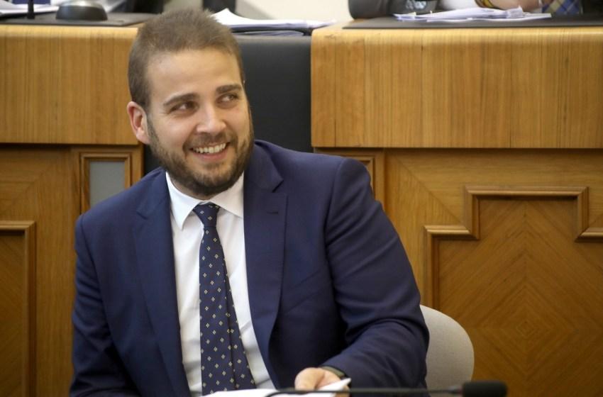 """Adrián Ballester en El Intercafé: """"Los ayuntamientos no hemos recibido ninguna ayuda de otras administraciones y encima nos quieren quitar nuestros ahorros"""""""