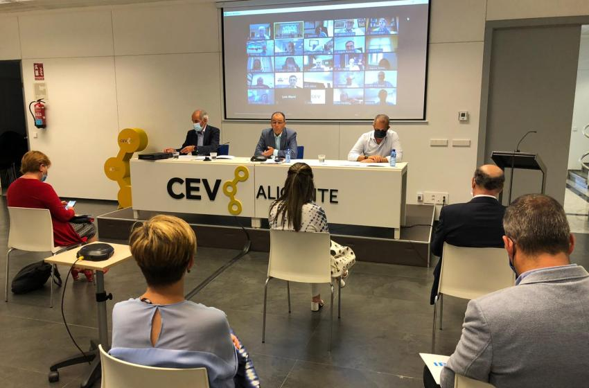 El comité ejecutivo de la CEV pide políticas públicas dirigidas a fortalecer el sector industrial