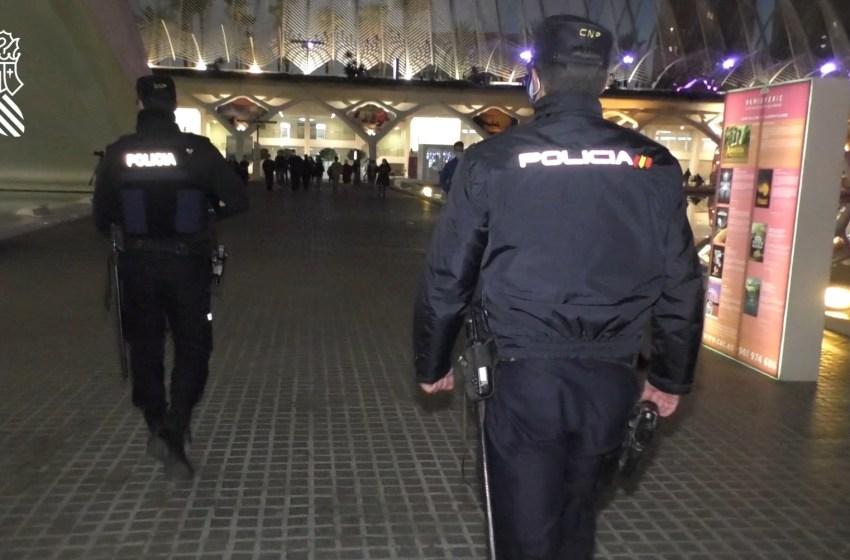 La Policía de la Generalitat propone sancionar a 38 locales de los 149 inspeccionados durante el fin de semana
