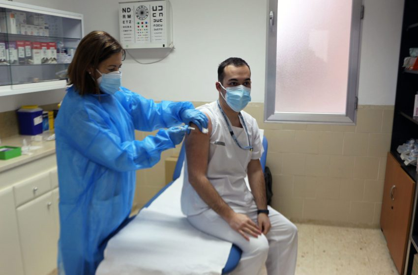 El Consejo de Colegios de Médicos Valencianos pide que se vacune a los Médicos de ejercicio privado de Castellón y Alicante