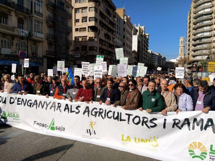 El sector agrario valenciano clama contra las Administraciones un año después de la mayor manifestación del siglo