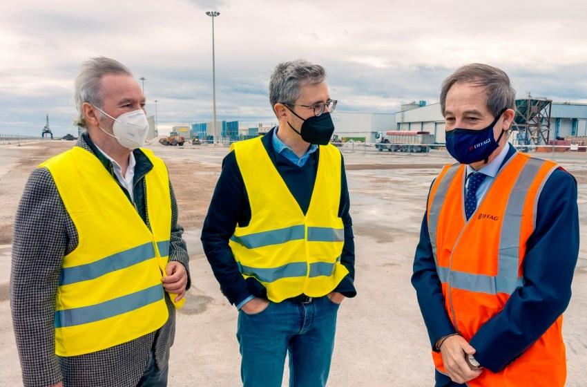 Arcadi España destaca que la futura terminal de graneles sólidos del puerto de Alicante es 'un proyecto sostenible y muy positivo para la ciudad'