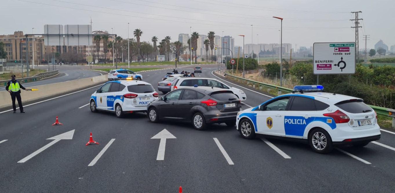 La Policía de la Generalitat impone casi 3.500 multas durante el cierre perimetral de las ciudades más pobladas