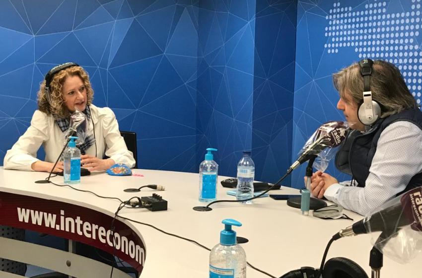 """Amparo Folgado en El Intercafé: """"La política es un servicio vocacional para la sociedad y la militancia, y no para coger sillas"""""""
