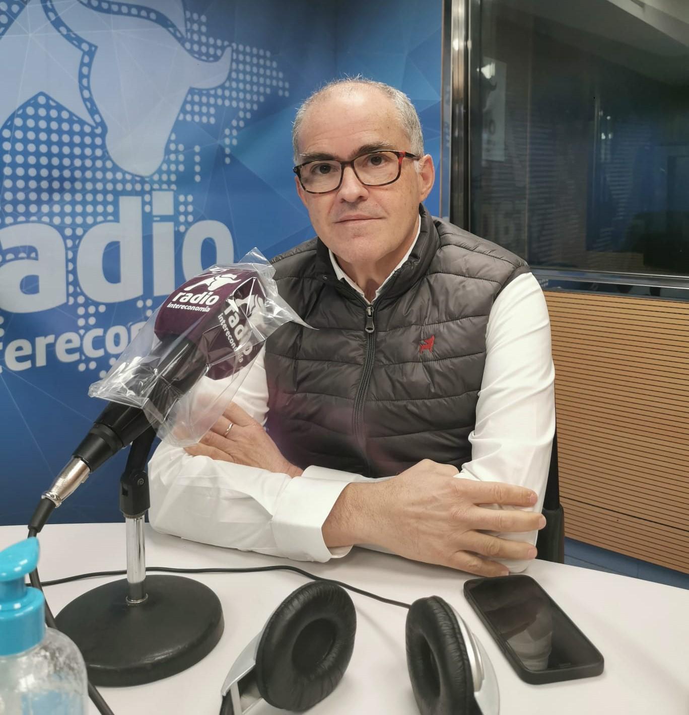"""Fernando de Rosa en El Intercafé: """"Hace un año estábamos debatiendo sobre las manifestaciones del 8M y el material sanitario, y ahora estamos igual"""""""""""