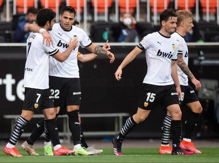 """El Valencia asegura la permanencia con """"SuperVoro"""" al rescate"""