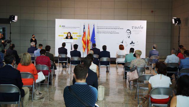 El aeropuerto Alicante-Elche ya lleva el nombre del poeta Miguel Hernández