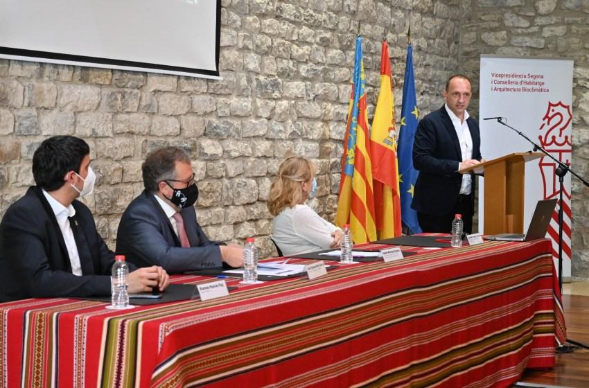 Martínez Dalmau presenta la primera convocatoria de ayudas para que las personas jóvenes puedan comprar vivienda en municipios pequeños