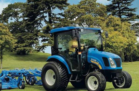 New holland offers the boomer deluxe compact tractor series and the workmaster line of value compact tractors. Compact Tractor New Holland Boomer 3050 Wine Production Compact Tractor