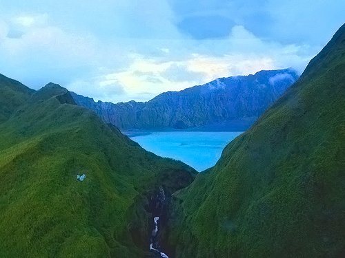 pinatubo crater lake caldera