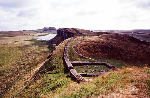 Hadrian's Wall and Fort by Flickr user jacqueline.poggi
