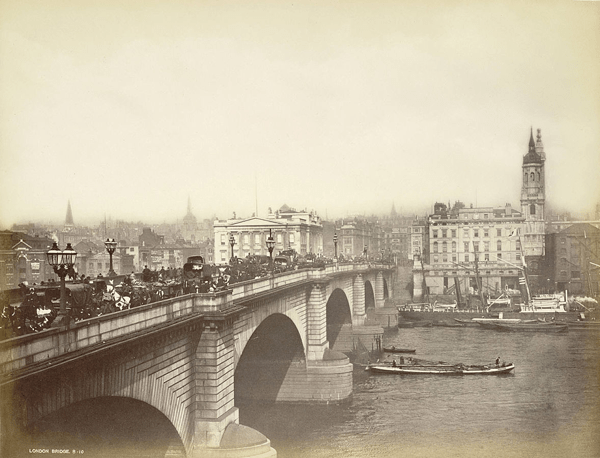Photograph of the New London Bridge crossing the Thames in the 19th century