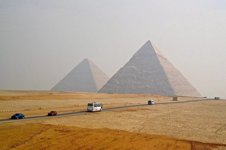 giant pyramids of egypt
