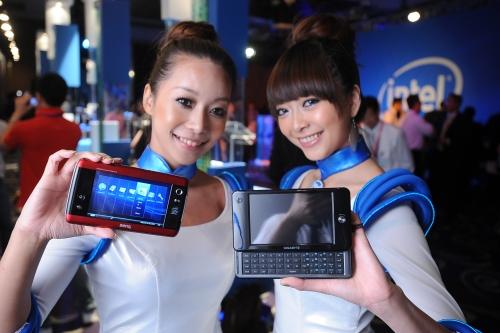 Mobile Internet Devices da BenQ e Gigabyte, ambos com Atom