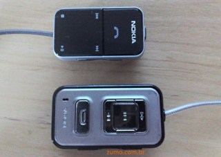 Controle remoto: o do N95-8 (acima) é menor