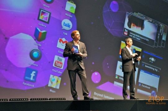 Thomas Richter e Andrew Coughlin, da Samsung Telecom Europa, apresentam o Galaxy Tab 10.1