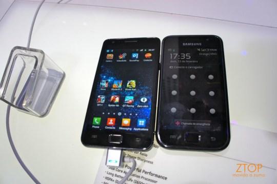 Galaxy S ao lado do Galaxy S II, vistos de frente