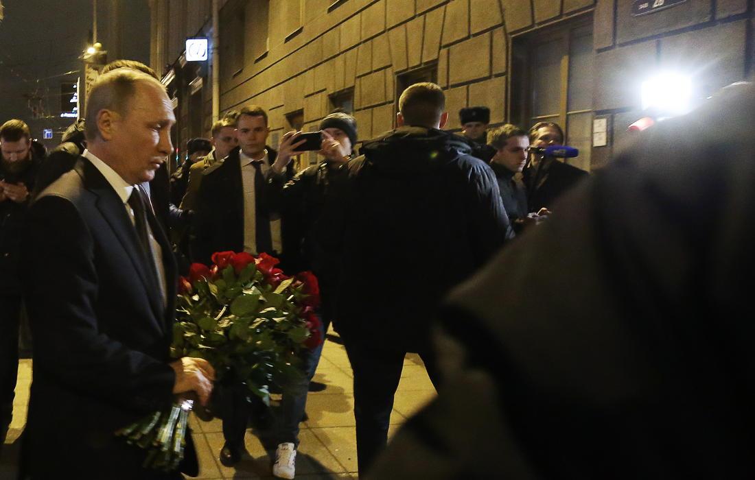 Акции памяти жертв теракта в Санкт-Петербурге