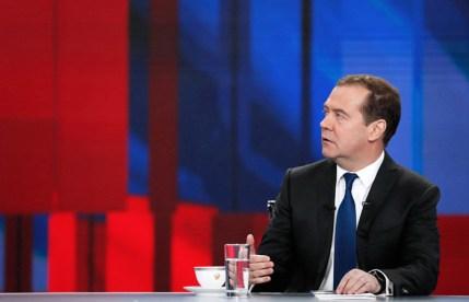 Медведев выступил за сохранение иностранных лекарств в аптеках