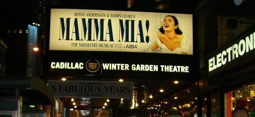 ミュージカル「マンマ・ミーヤ!」の看板