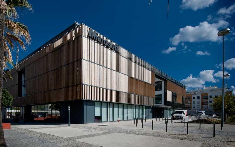 Diseño de oficinas: La colorista sede de Microsoft en Lisboa