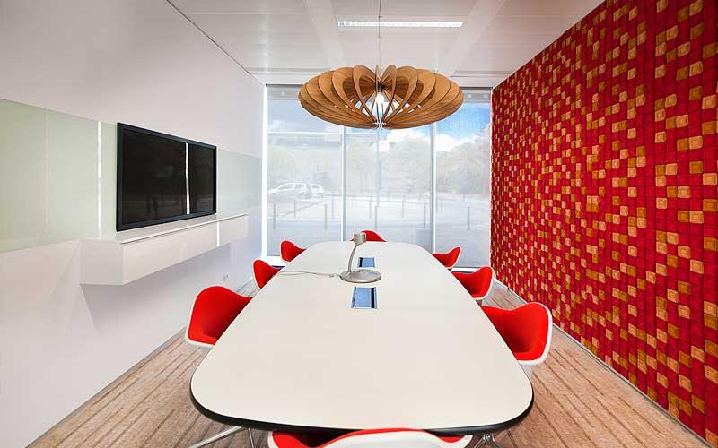 Decoración de oficinas: La colorista sede de Microsoft en Lisboa