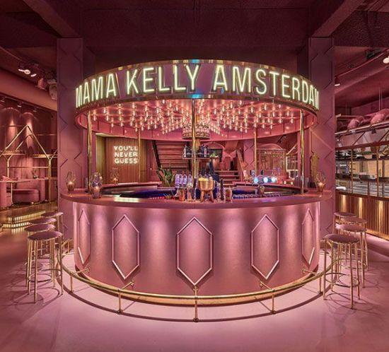 Decoración rosa en el restaurante MaMa Kelly