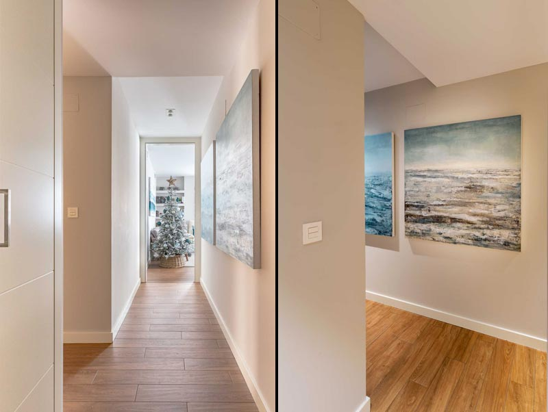 Decoración de un pasillo con cuadros