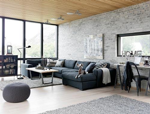 Woonkamer met grijze bakstenen muur  Interieur inrichting