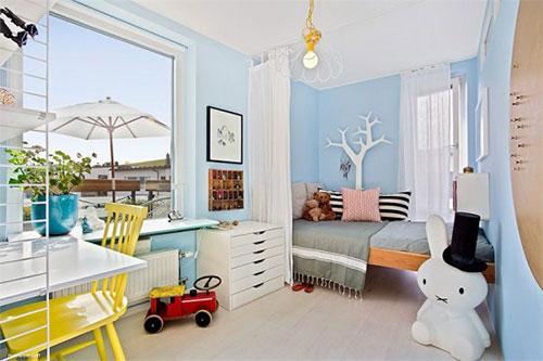 Babyblauwe muren in Zweedse kinderkamer  Interieur inrichting