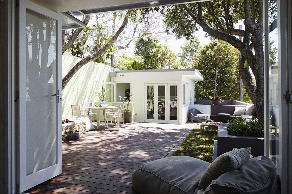 Comfortabele droomtuin met zon en schaduw  Interieur