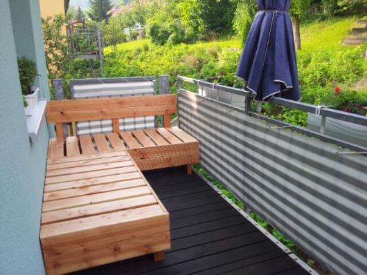 DIY houten vlonders bank op balkon  Interieur inrichting