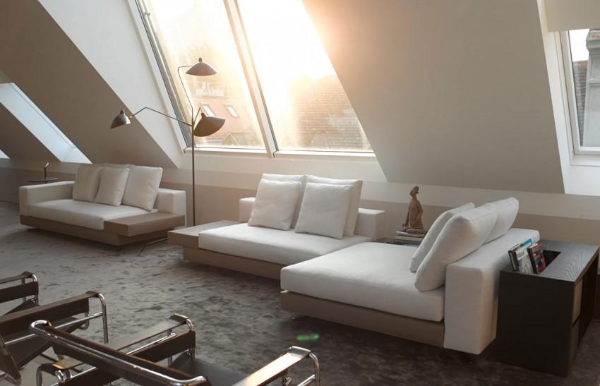 Elegante woonkamer met schuin dak  Interieur inrichting