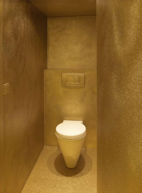 Gouden toilet  Interieur inrichting